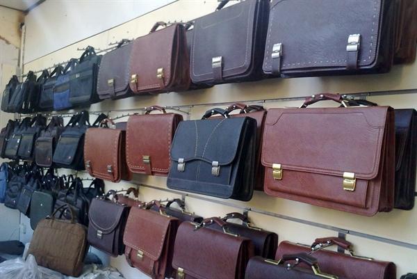 کارگاه چرم دست دوز در بازار زعفرانیه اردبیل برپا می گردد