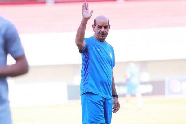 شریفی: فوتبال دوستان از ستاره های آینده حمایت نمایند