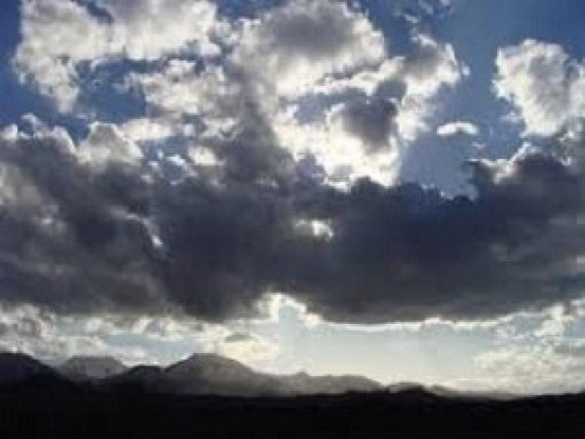 آسمانی نیمه ابری همراه با بارش پراکنده