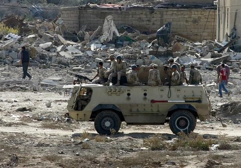 کشته شدن 8 نظامی مصری در صحرای سیناء ، 77 فرد مسلح کشته شدند