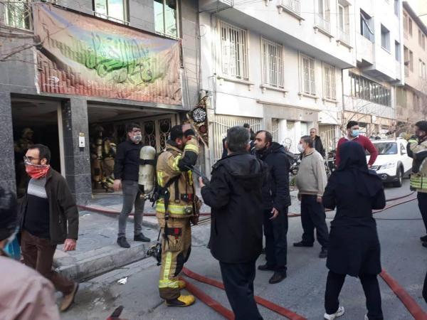 خبرنگاران 35 نفر از آتش سوزی ساختمانی در خیابان بخارست تهران نجات یافتند